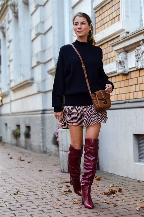 Oversized pullover, red boots & Isabel Marant skirt | Véjà