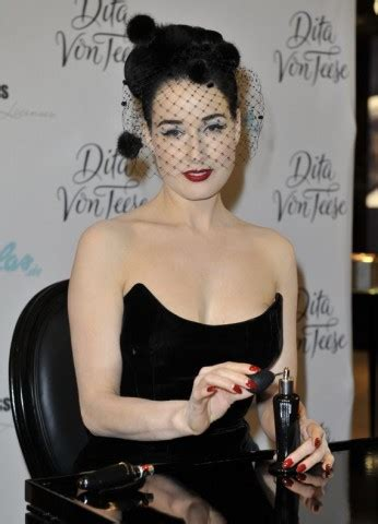 Swell Dame's Parlour: Femme Totale-Dita #1