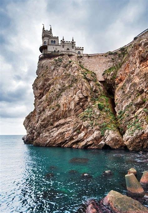 14 of the Most Amazing Fairy Tales Castles you should See